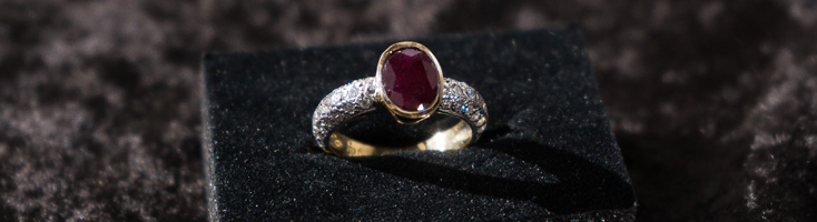18ct Yellow Gold Band & Opaque Ruby Ring