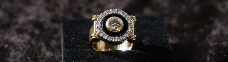 18ct Yellow & White Gold Diamond & Onyx Ring