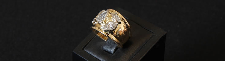18ct yellow gold diamond ring with half round shank & raised half round edges