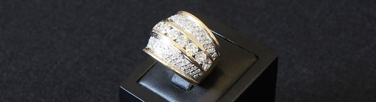 18ct yellow gold tapered band ring with fluted edges