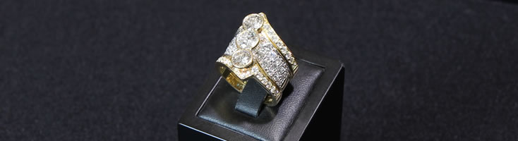 18ct Yellow Gold Triple band Ring with centre half rubbed over settings set with 3 Brilliant cut Diamonds